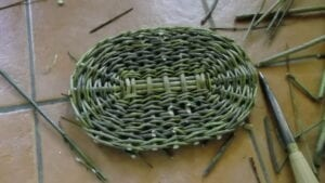How to weave a basket Basket making for beginners