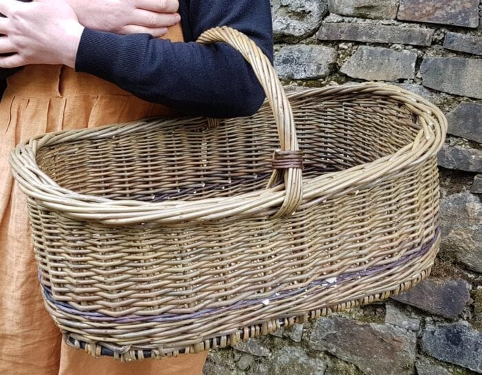 Oval woven shopping basket