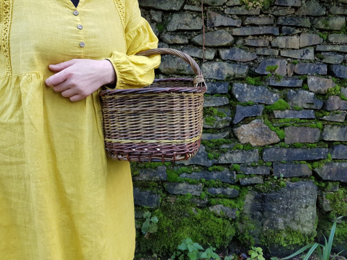 Small woven shopping basket