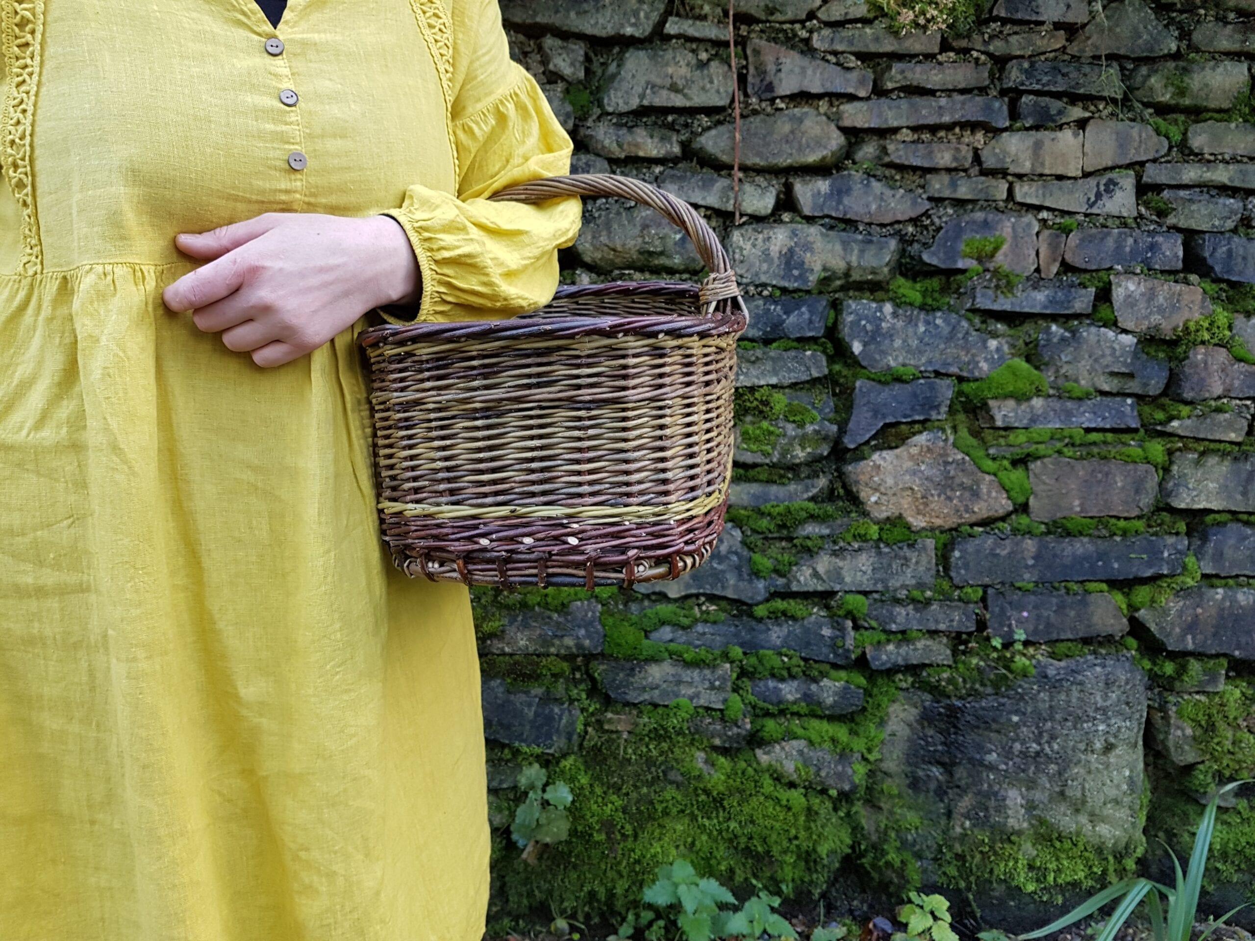 Small woven shopping basket